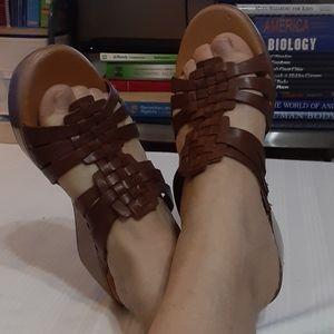 Bare traps 7.5 slip on sandals